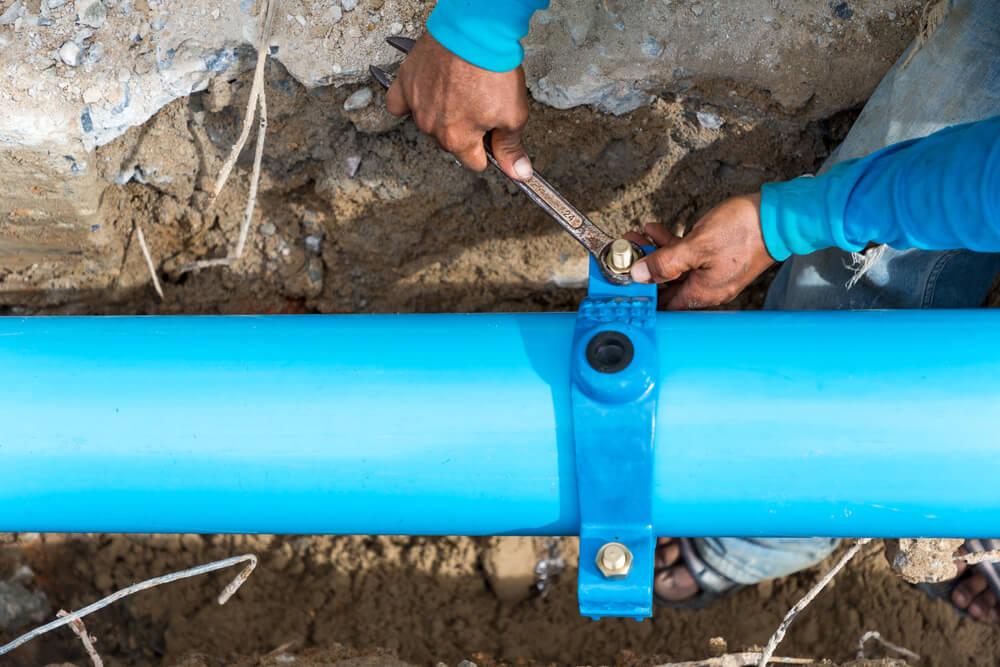 Uloženie vodovodného potrubia v zemi Riešim vodu